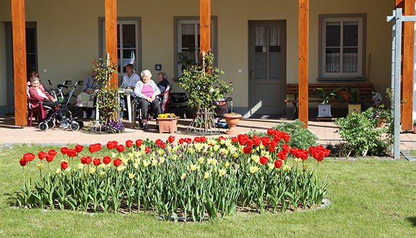Im Garten der Senioren-WG